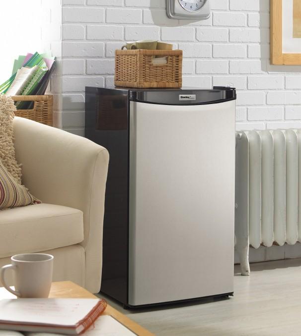 DCR032A2BSLDD_insetting11 606x678 dcr032a2bsldd danby designer 3 2 cu ft compact refrigerator en  at reclaimingppi.co