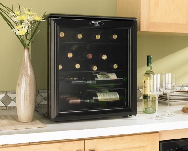 Dwc172bl Danby Designer 17 Bottle Wine Cooler En