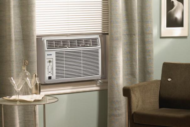Dac10011e danby 10000 btu window air conditioner en for 10000 btu window air conditioner room size